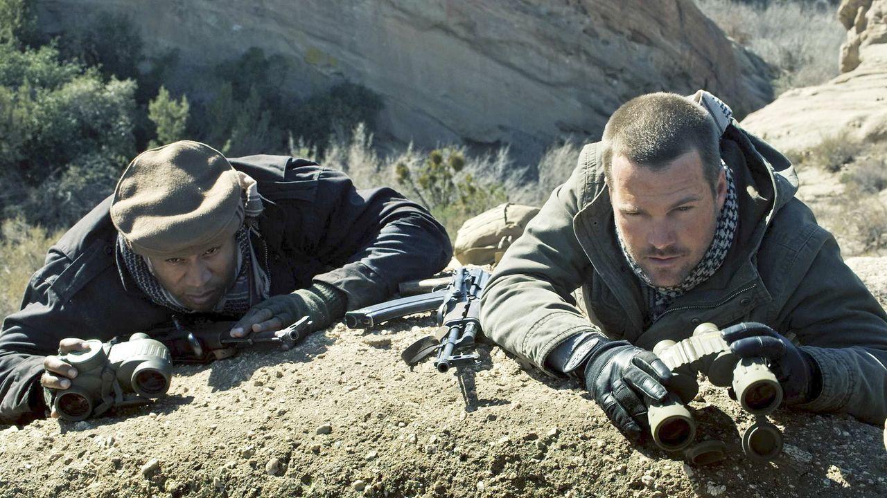 Riskieren ihr Leben, um Kensi aus der Gewalt der Taliban zu befreien: Sam (LL Cool J, l.) und Callen (Chris O'Donnell, r.) ... - Bildquelle: CBS Studios Inc. All Rights Reserved.