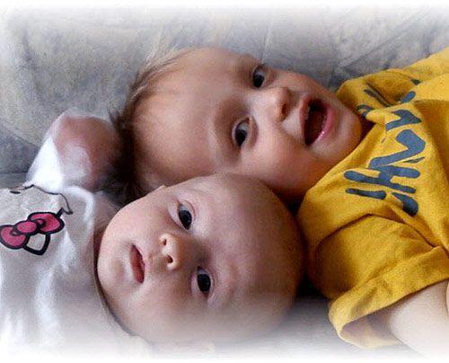 Melanies Kinder Domenic (21 Monate) und Marie (9 Wochen) aus Merseburg - Bildquelle: Sat1