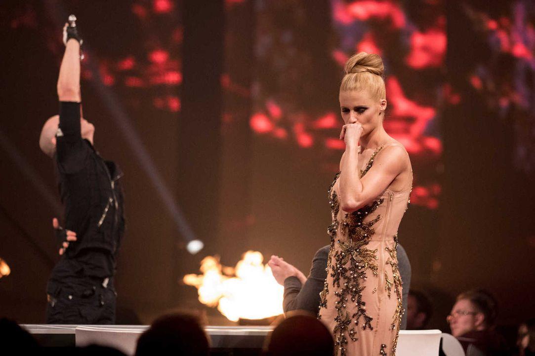 Eine neue Performance - doch Michelle Hunziker kann nicht hinsehen ... - Bildquelle: Stefan Hobmaier SAT.1