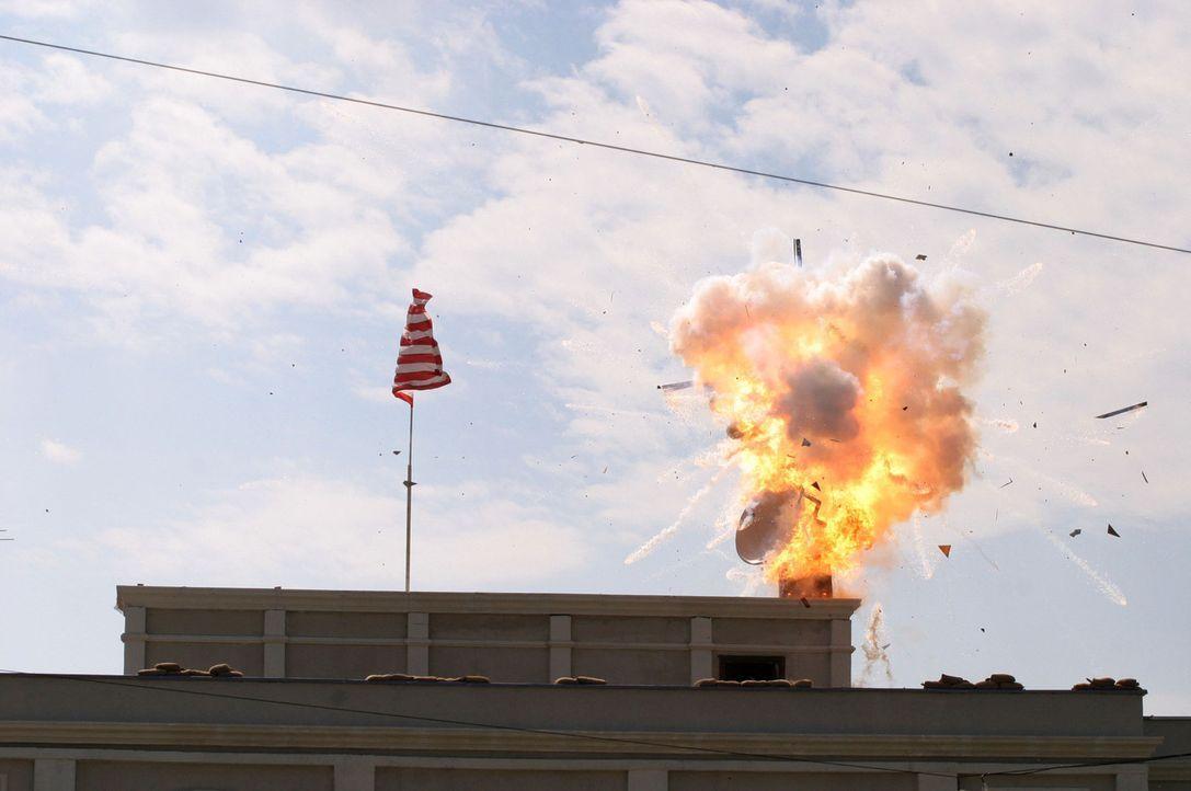 Als das Land Moldawien am Rande eines Bürgerkriegs steht, gerät auch die amerikanische Botschaft unter Beschuss. Der amerikanische Botschafter wir... - Bildquelle: 2005 Micro Fusion 2004-15 LLP. All rights reserved.