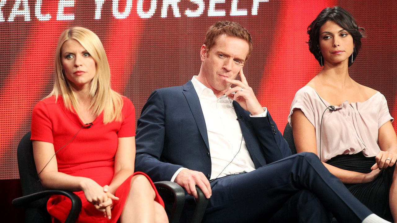 claire-danes-damian-lewis-morena-baccarin-12-07-30-getty-AFP - Bildquelle: getty-AFP