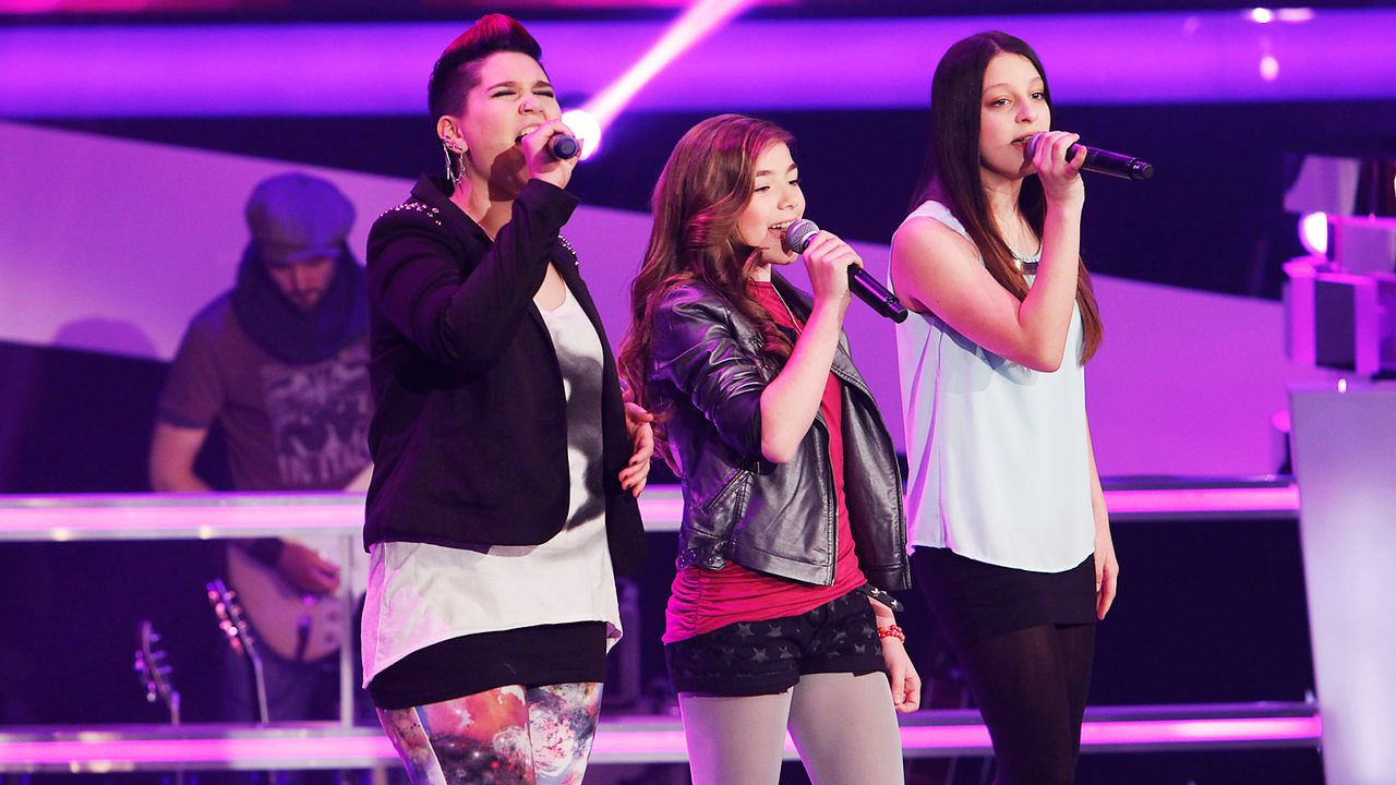 The-Voice-Kids-epi04-Louisa-Stephanie-Alexandra-1-SAT1-Richard-Huebner - Bildquelle: SAT.1/Richard Hübner