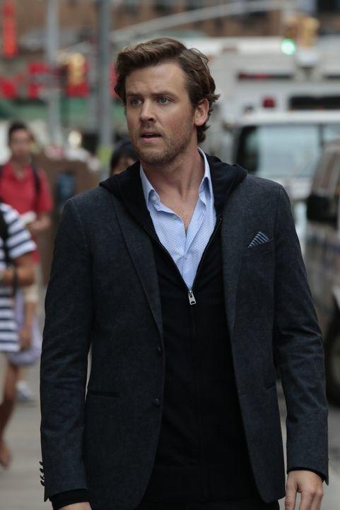 Cameron Black (Jack Cutmore-Scott) vermutet hinter den aktuellen Fällen des FBIs einen kriminellen Illusionisten, den nur er selbst zu durchschauen... - Bildquelle: Warner Bros.