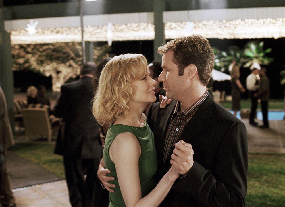 Was keiner ahnt, Isabel (Nicole Kidman, l.) ist im wahren Leben eine echte Hexe!, die sich größte Mühe gibt, Jack (Will Ferrell, r.) nach allen R... - Bildquelle: 2005 Columbia Pictures Industries, Inc. All Rights Reserved.