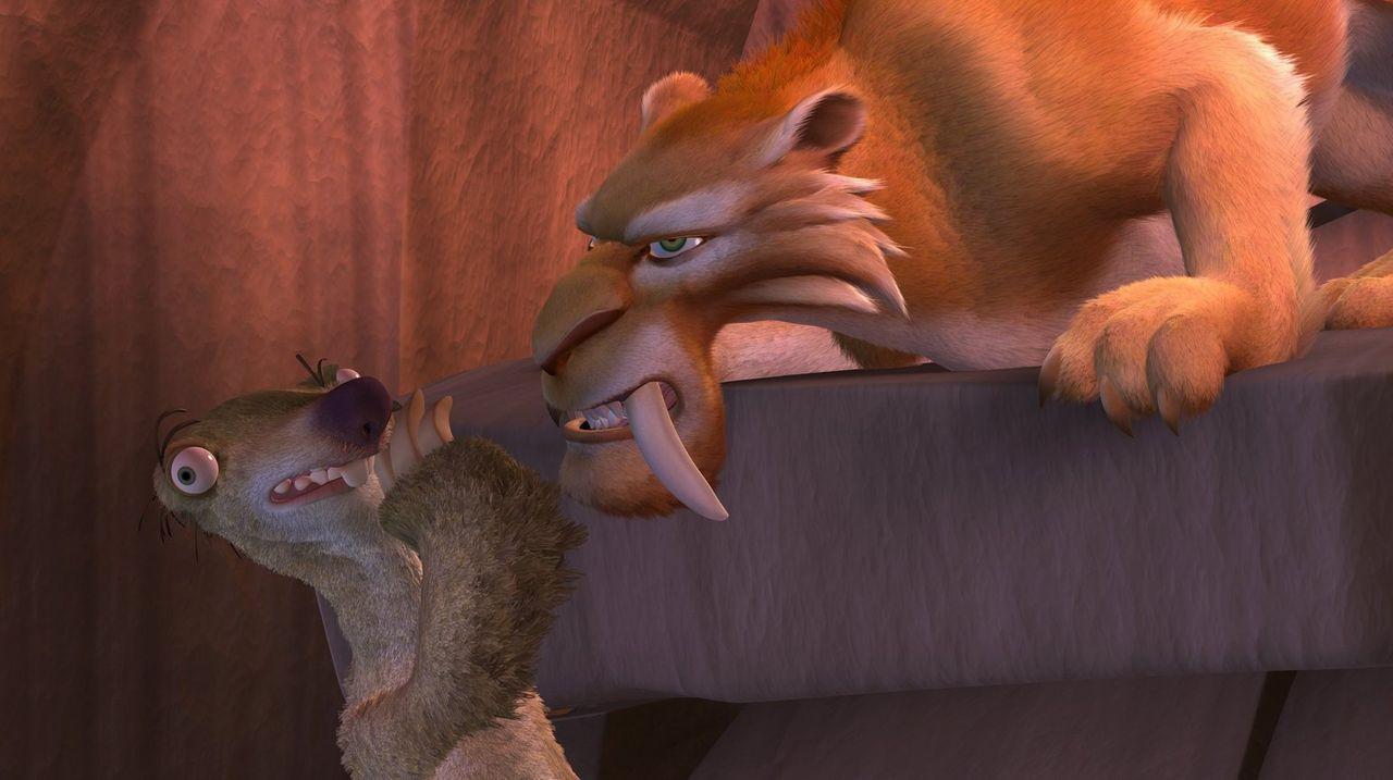 Was treibt Diego (r.) nur für ein Spiel? Als sich die Situation immer mehr zu spitz will Sid (l.) nicht glauben, dass der Säbelzahntiger so skrupell... - Bildquelle: 2002 Twentieth Century Fox Film Corporation.  All rights reserved.