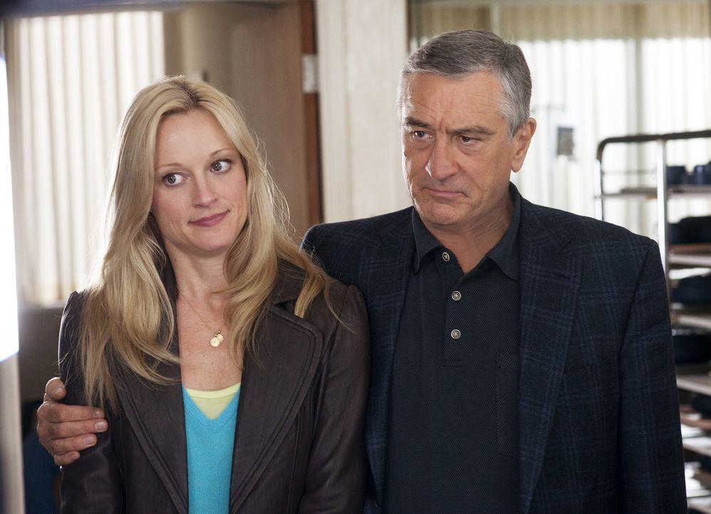 Eigentlich will Jack Byrnes (Robert De Niro, r.) nur das Beste für seine Tochter Pam Focker (Teri Polo, l.) und seine Enkelkinder, auch wenn der Sc... - Bildquelle: Glen Wilson 2010 Universal Studios & DW Studios LLC