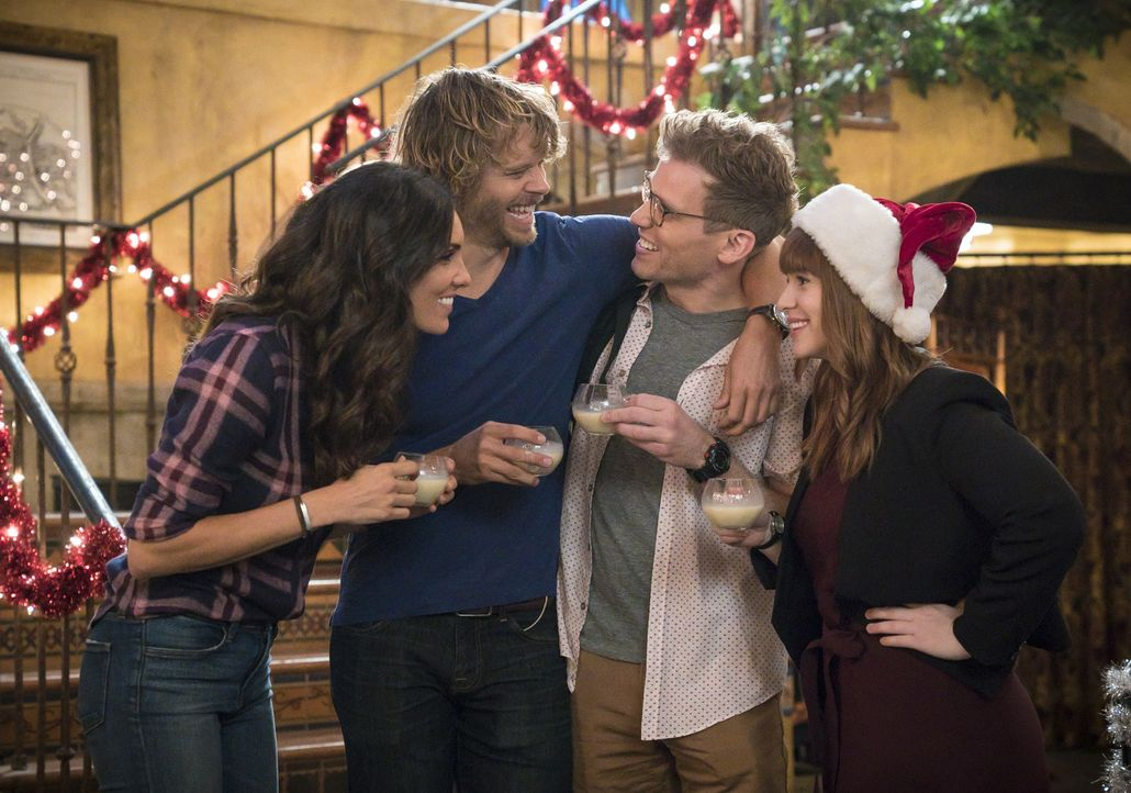 Ausgerechnet an Weihnachten wartet auf das NCIS L.A. Team (v.l.n.r.: Daniela Ruah, Eric Christian Olsen, Barrett Foa and Renée Felice Smith) ein bes... - Bildquelle: Monty Brinton 2017 CBS Broadcasting, Inc. All Rights Reserved
