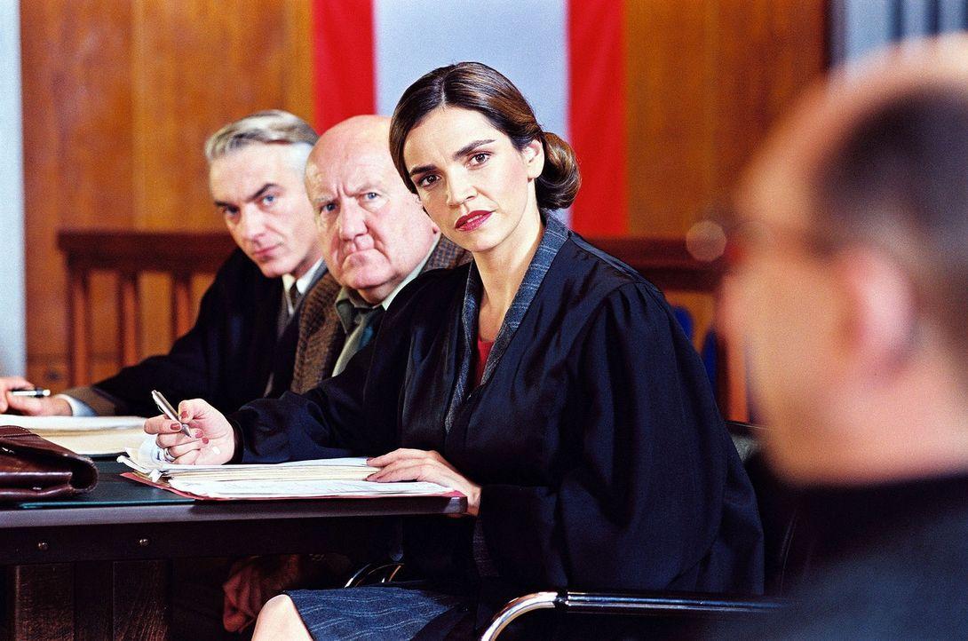 Sandra (Rebecca Immanuel, 2.v.r.) und Felix (Christoph M. Ohrt, l.) vertreten Gerhard Böhme (Udo Thomer, 2.v.l.), einen herzensguten, aber nervtöt... - Bildquelle: Hardy Spitz Sat.1