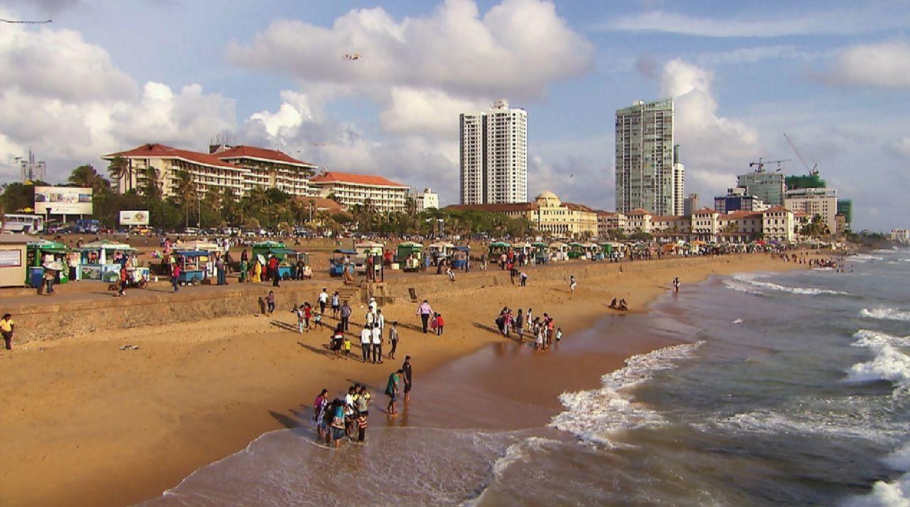 Bitte melde dich Staffel 2 Folge 1 Sri Lanka Strand Hochhaus - Bildquelle: SAT.1