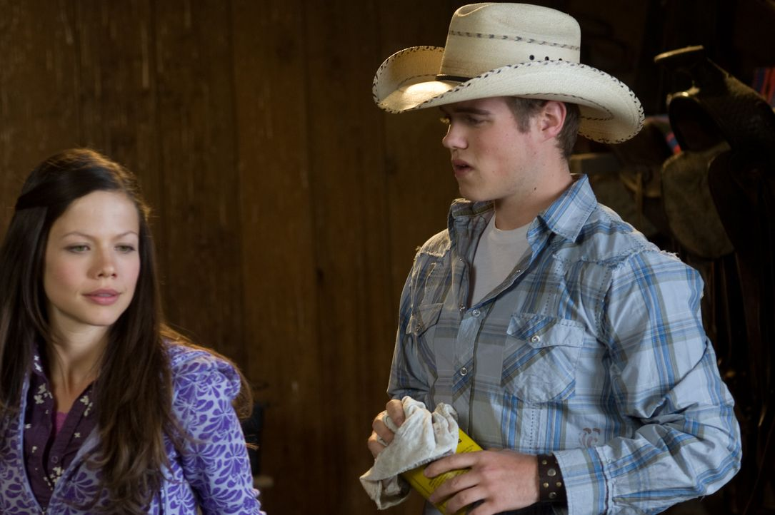 Nach und nach werden Jake (Reilly Dolman, r.) und Carrie (Tammin Sursok, l.) gute Freunde ... - Bildquelle: 20Century Fox