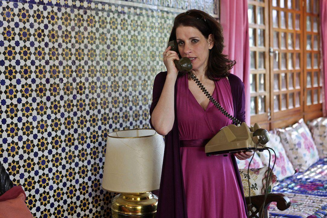 Ausgerechnet mit ihrem Exmann Hajo soll Nina (Stefanie Höner) eine Nacht in einem Zelt mitten in der Wüste verbringen. Kann das gut gehen? - Bildquelle: SAT.1