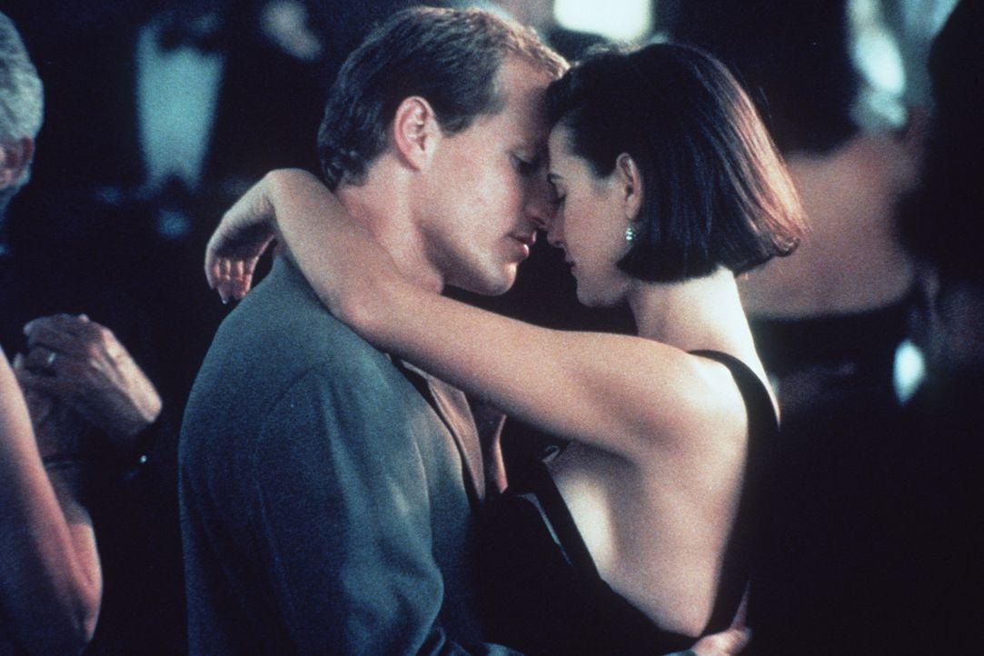Das Glück von David (Woody Harrelson, l.) und Diana Murphy (Demi Moore, r.) wird auf eine harte Probe gestellt: Ein Milliardär hat dem Paar 1 Mill... - Bildquelle: Paramount Pictures