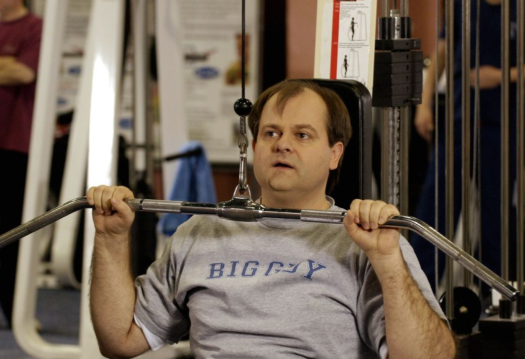 """""""Sportskanone"""" Markus (Markus Majowski) quält sich im Fitness-Studio - Bildquelle: Sat.1"""