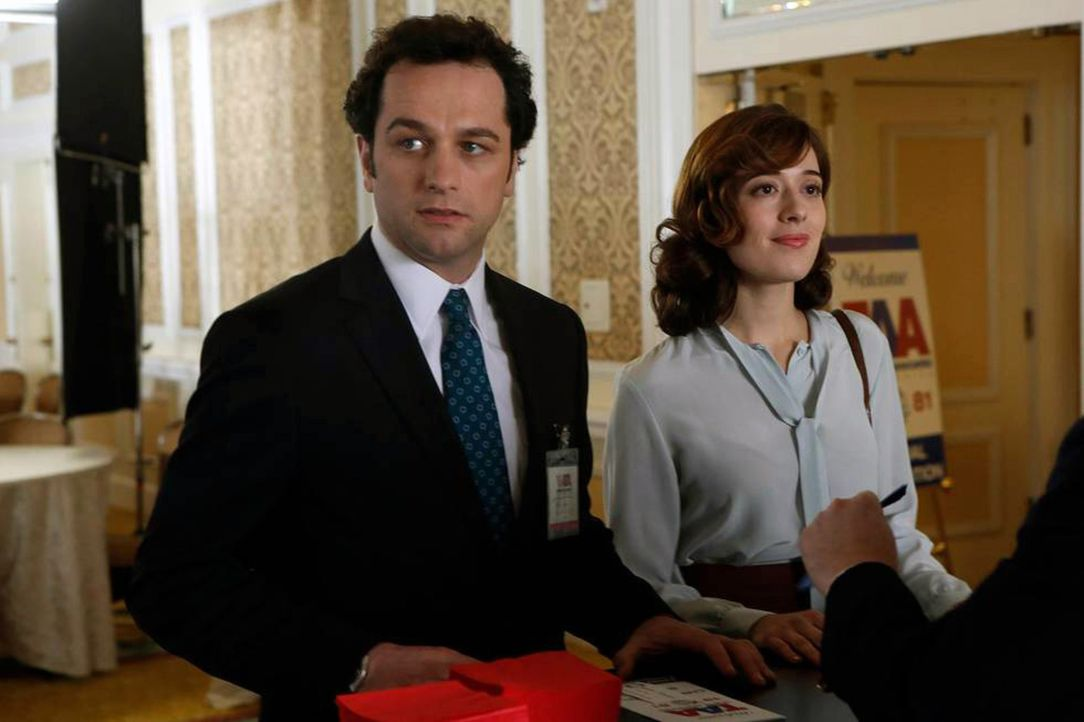 Wird Irina (Marina Squerciati, r.) es schaffen, Phillip (Matthew Rhys, l.) zu einem drastischen Schritt zu überreden? - Bildquelle: Motion Picture   2013 Twentieth Century Fox Film Corporation and Bluebush Productions, LLC. All rights reserved.