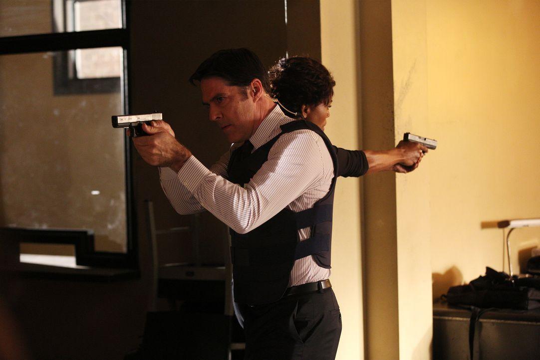Können sie den aktuellen Fall abschließen, bevor es weitere Opfer gibt? Hotch (Thomas Gibson, l.) und Tara (Aisha Tyler, r.) geben alles ... - Bildquelle: Monty Brinton ABC Studios