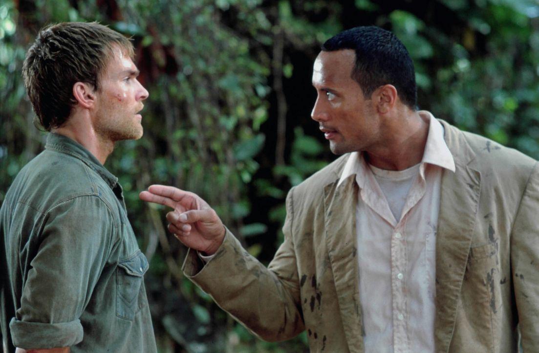 Schnell kann Beck (Dwayne Johnson, l.) Travis (Seann William Scott, r.) finden, doch obwohl er ihn so schnell gefunden hat, muss er feststellen, das... - Bildquelle: 2004 Sony Pictures Television International. All Rights Reserved.