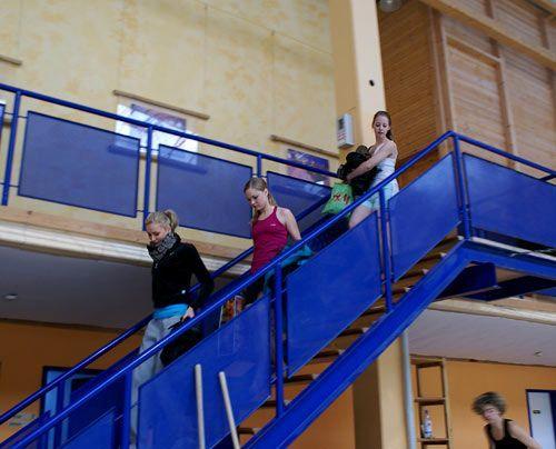 Verena, Sonja und Amelie kommen im Sportoutfit aus der Kabine. - Bildquelle: Danilo Brandt - Sat.1