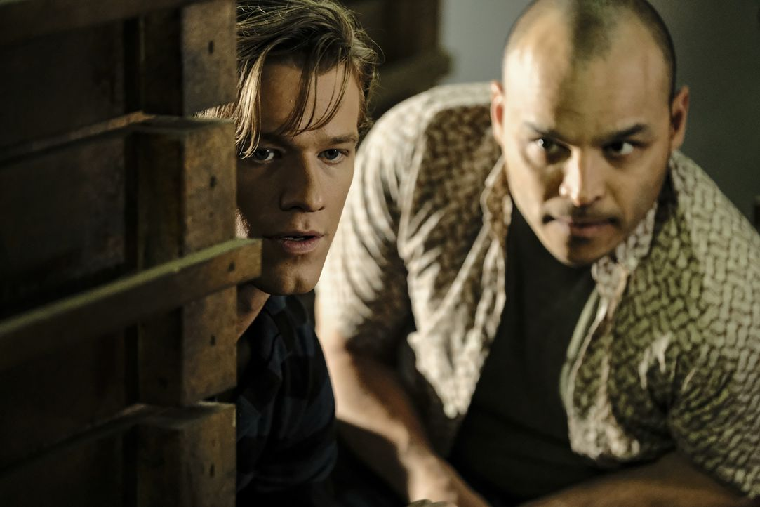 MacGyver (Lucas Till, l.); Hadley (Jimmy Gonzales, r.) - Bildquelle: Guy D'Alema 2018 CBS Broadcasting, Inc. All Rights Reserved