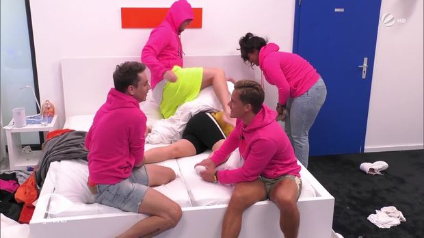 Big Brother - Big Brother - Folge 83: Balgerei Im Bett - Das Gerangel Um Gina