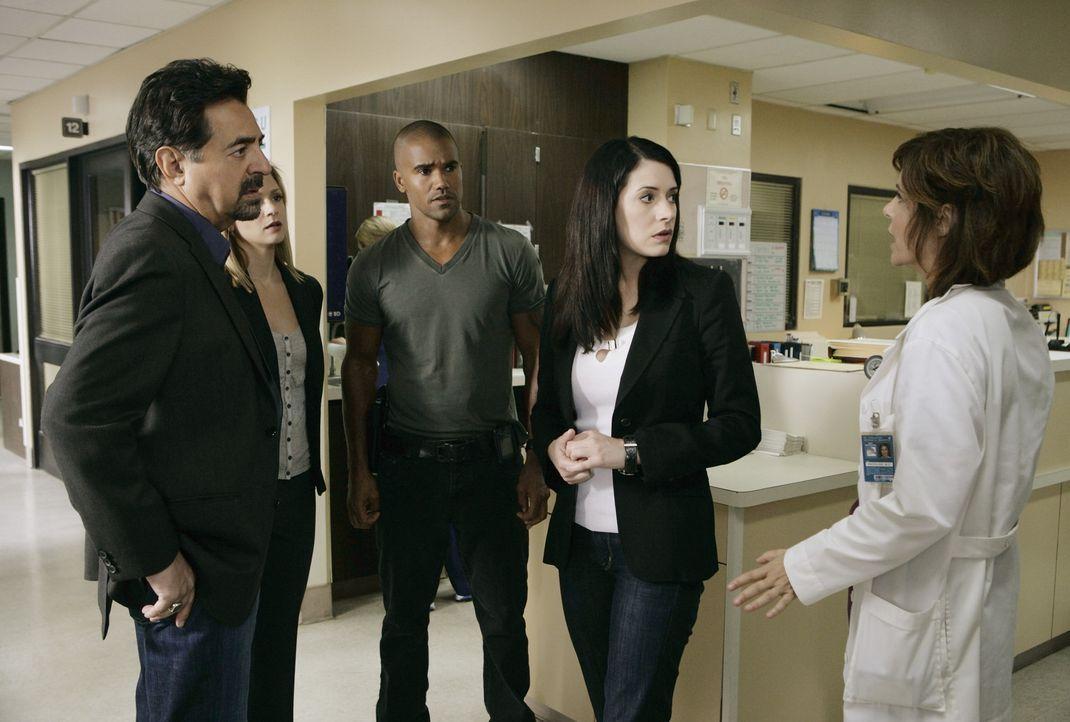Machen sich große Sorgen um Hotch. Doch kann ihnen Dr. Zwerling (Laura Niemi, r.) wirklich weiterhelfen? Rossi (Joe Mantegna, l.), JJ (AJ Cook, 2.v... - Bildquelle: Touchstone Television