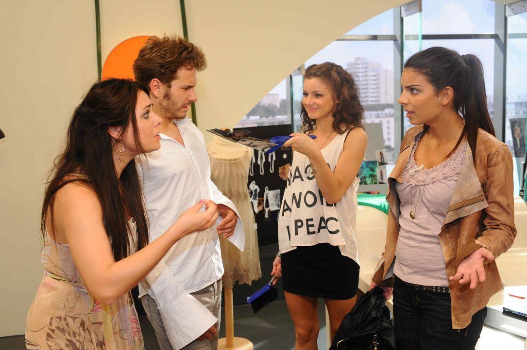 Paloma und Enrique begreifen, dass sich ihr Filmriss über Tage erschreckt: (v.l.n.r.) Paloma (Maja Maneiro), Enrique (Jacob Weigert), Minni (Iris S... - Bildquelle: SAT.1