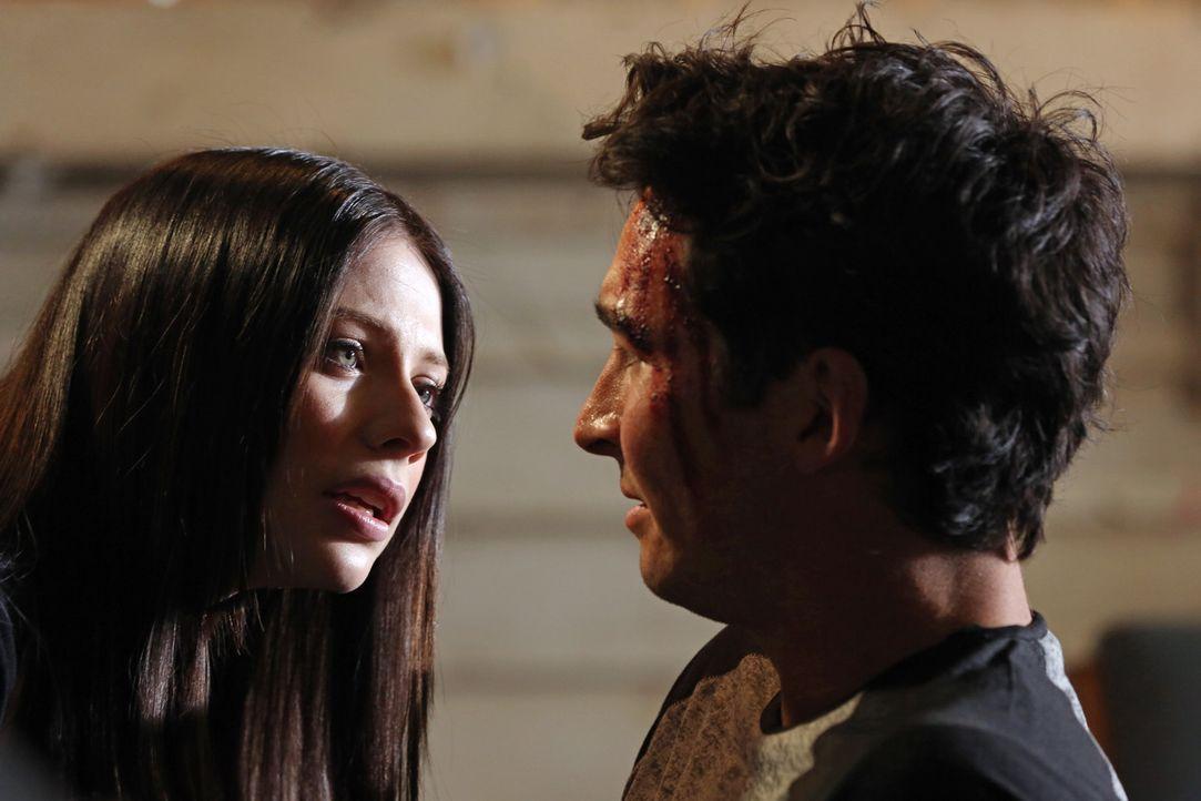 Warum hat Diane (Michelle Trachtenberg, l.) ihren Freund Bobby Putnam (Jay Hayden, r.) und dessen Ex-Freundin entführt? - Bildquelle: ABC Studios