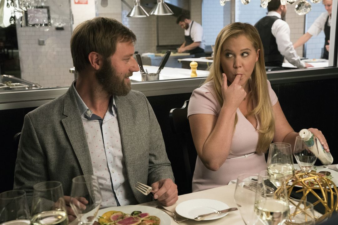 Ethan (Rory Scovel, l.); Renee Bennett (Amy Schumer, r.) - Bildquelle: 2018 TBV PRODUCTIONS, LLC. ALL RIGHTS RESERVED.