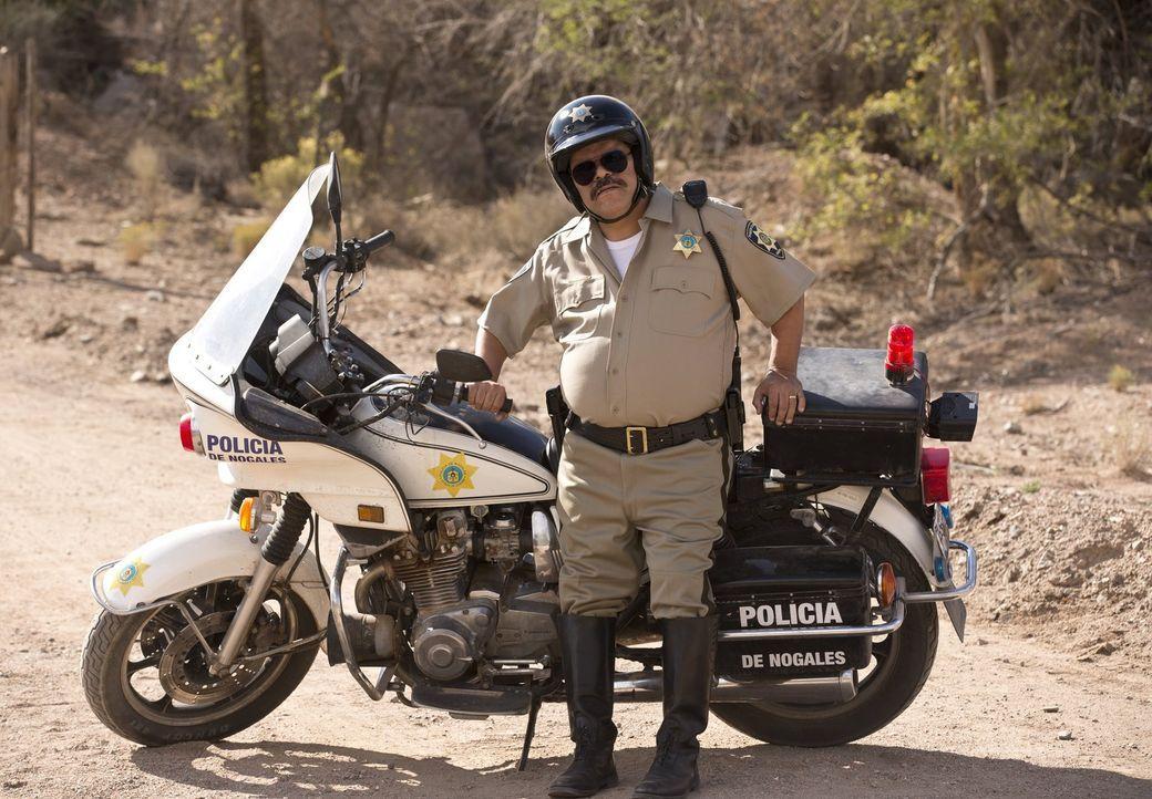 Weiß genau, wen er erpressen kann: ein notgeiler mexikanischer Polizist (Luis Guzman) ... - Bildquelle: 2013 Warner Brothers.  All rights reserved.