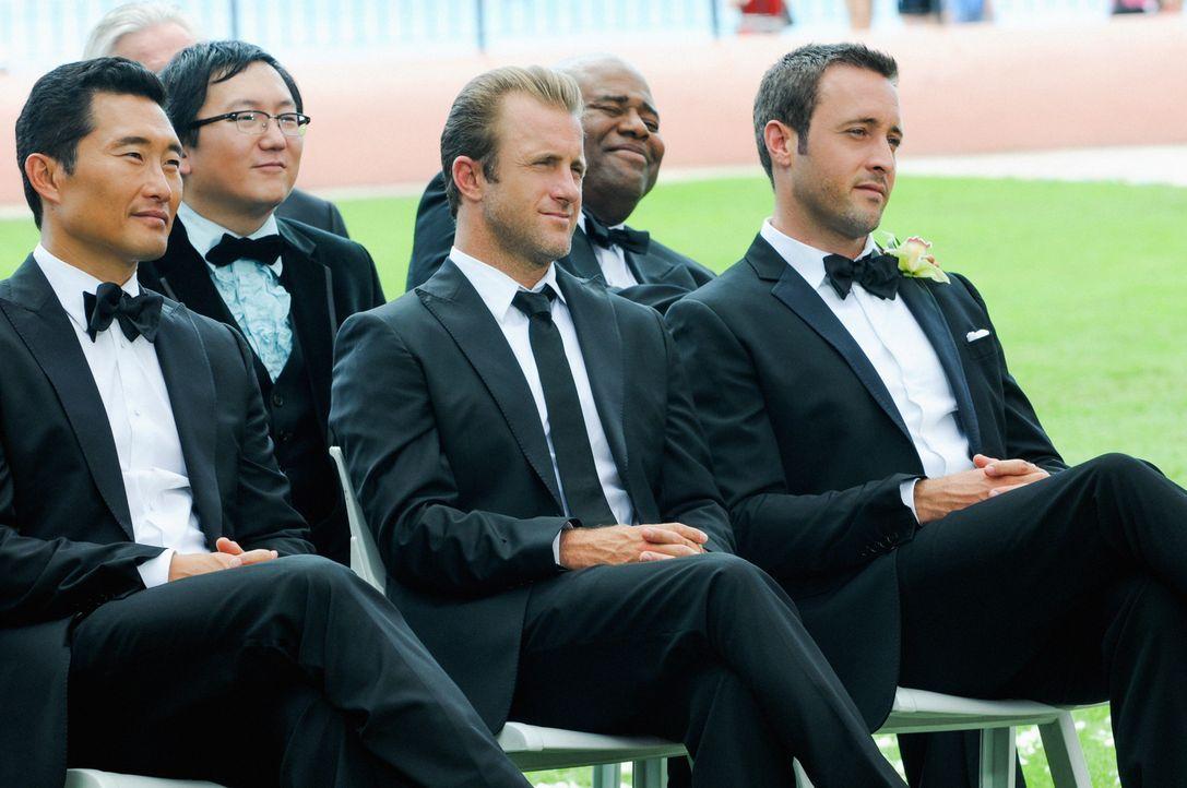 Nehmen an der Hochzeitsfeier von Deb teil: (v.l.n.r.) Chin (Daniel Dae Kim), Max (Masi Oka), Danny (Scott Caan), Grover (Chi McBride) und Steve (Ale... - Bildquelle: 2014 CBS Broadcasting Inc. All Rights Reserved.