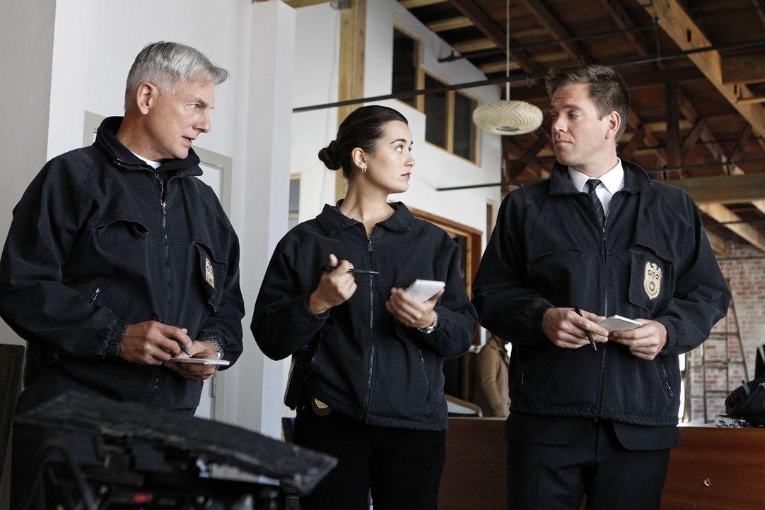 Als Lieutenant Commander Maya Burris in einem Loft erschossen aufgefunden wird, wird das Team um Gibbs (Mark Harmon, l.), Ziva (Cote de Pablo, M.) u... - Bildquelle: CBS Television