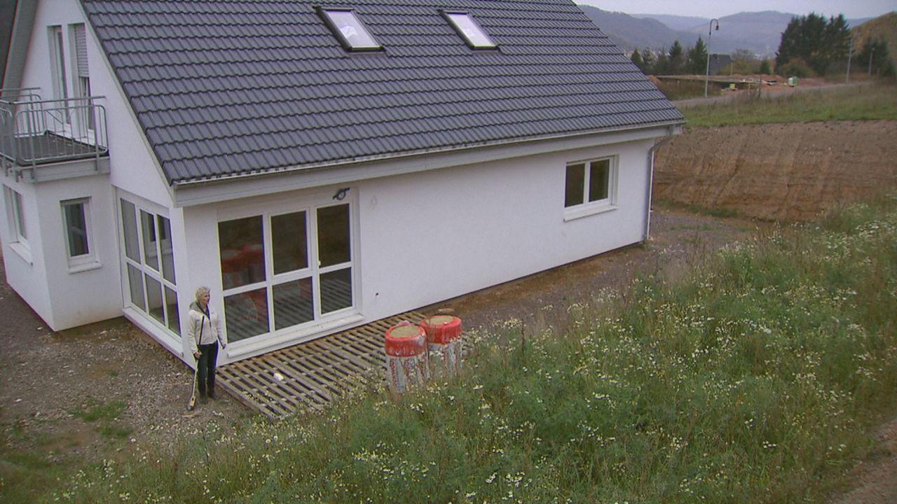 Zimmer ohne Aussicht - Häuslebauer in Not ... - Bildquelle: SAT.1