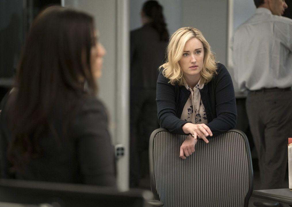 Patterson (Ashley Johnson) gelingt es, ein verstörendes Tattoo von Jane zu entschlüsseln. Ein Tattoo, das weitere Morde an Polizisten voraussagt ... - Bildquelle: Warner Brothers