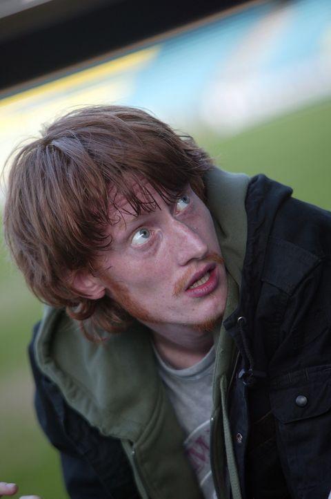 Irgendwie gelingt es Tom (Jake Curran) und Duncan, einen der Dodos zu fangen und mit nach Hause zu nehmen, bis sie herausfinden, dass der flugunfäh... - Bildquelle: ITV Plc