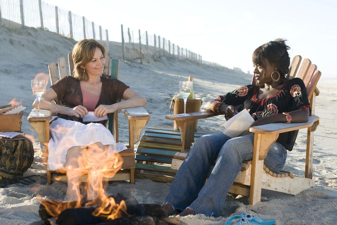Als Adrienne (Diane Lane, l.) von ihrem Mann verlassen wird, bricht für die 42-Jährige eine Welt zusammen. Mit gebrochenem Herzen folgt sie der Bitt... - Bildquelle: Warner Bros.