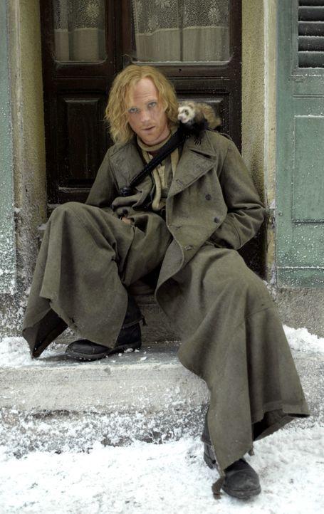 """Der Feuerspucker Staubfinger (Paul Bettany) und sein Marder Gwin würden alles dafür tun, wieder in ihre Welt von """"Tintenherz"""" zurückkehren zu kö... - Bildquelle: Warner Brothers"""
