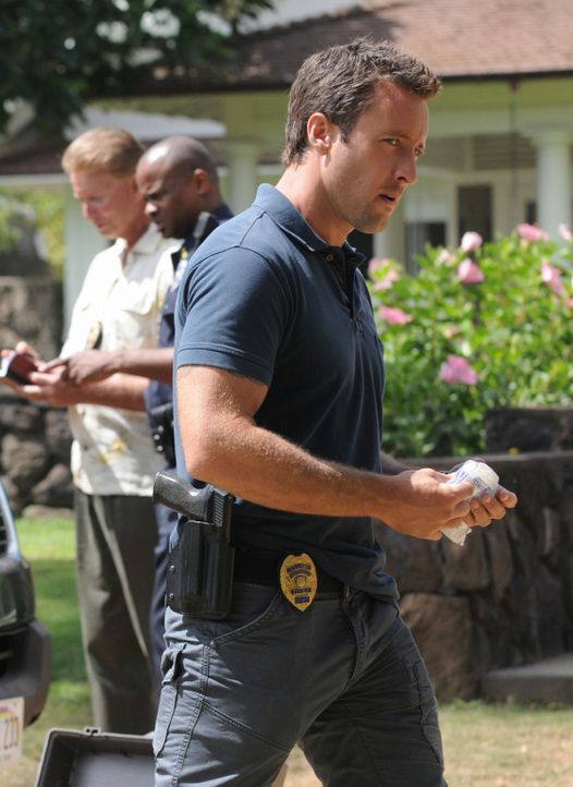 Ermittelt in einen neuen Mordfall: Steve (Alex O'Loughlin) ... - Bildquelle: 2012 CBS Broadcasting, Inc. All Rights Reserved.