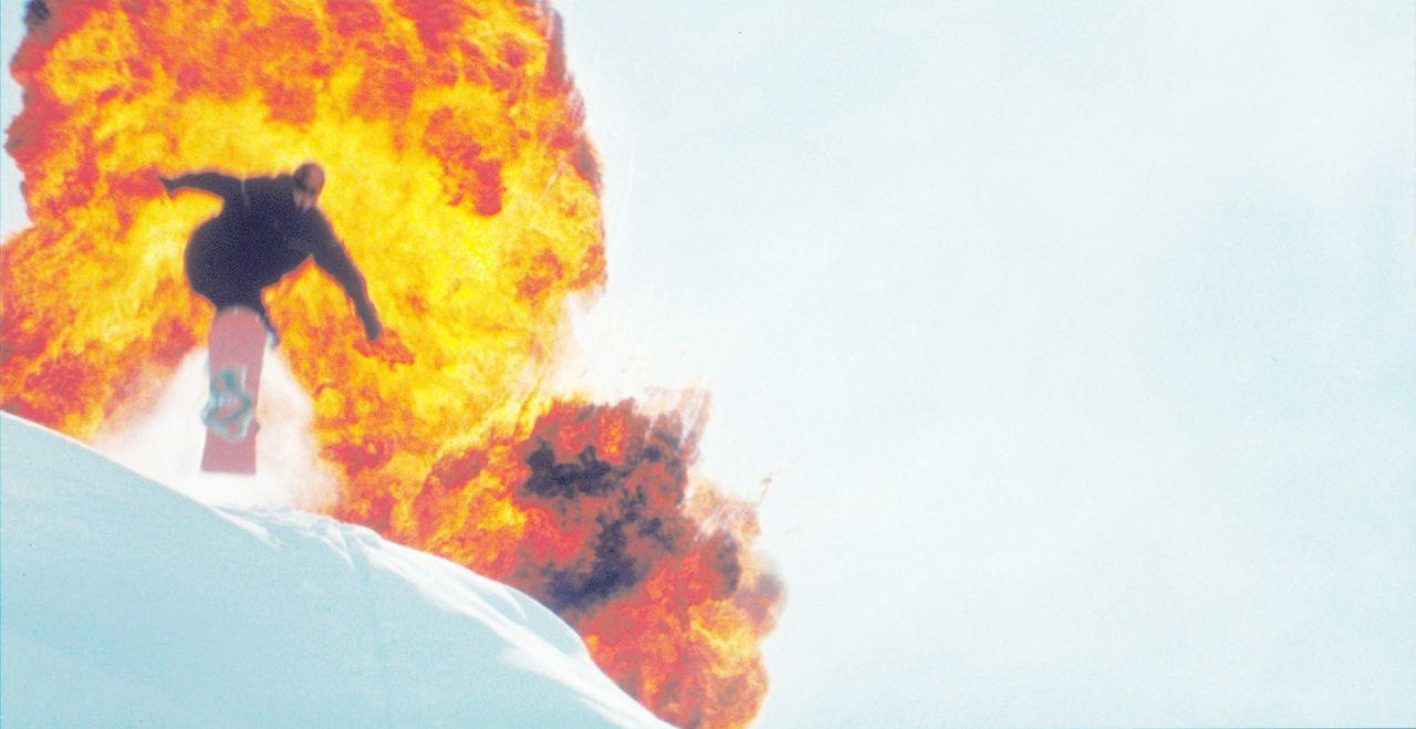Obwohl Xander (Vin Diesel) keine Lust hat als Agent tätig zu werden, lässt er sich auf den Deal mit NSA-Agent Gibbons ein. Denn nur so winkt ihm d... - Bildquelle: 2003 Sony Pictures Television International. All Rights Reserved.