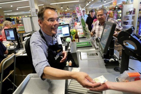 Einzelhandelskaufmann/Einzelhandelskauffrau: 2460 und 4000€ brutto/Monat