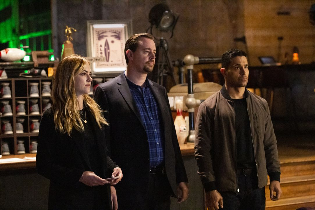 (v.l.n.r.) Ellie Bishop (Emily Wickersham); Timothy McGee (Sean Murray); Nick Torres (Wilmer Valderrama) - Bildquelle: Michael Yarish 2019 CBS Broadcasting, Inc. All Rights Reserved / Michael Yarish