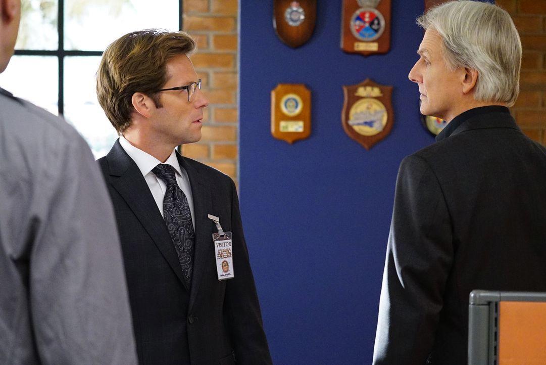 Während Gibbs (Mark Harmon, r.) und sein Team in einem neuen Fall ermitteln, findet Bishop heraus, dass ihr Mann Jake (Jamie Bamber, l.) sie betroge... - Bildquelle: Sonja Flemming CBS Television
