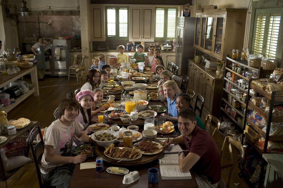 Eine zwanzigköpfige Familie satt zu kriegen ist eine Kunst für sich ? - Bildquelle: 2005 Paramount Pictures Corporation, Metro-Goldwyn-Mayer Pictures Inc. and Columbia Pictures Industries, Inc. All Rights Reserved.