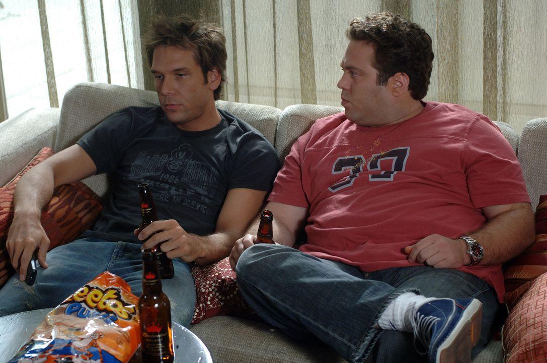 Während Charlies (Dane Cook, l.) Freund, der plastische Chirurg Stu (Dan Fogler, r.), ein Girl nach dem anderen aufreißt, muss Charlie erleben, da... - Bildquelle: 2007 Lions Gate Films, Inc. All Rights Reserved.