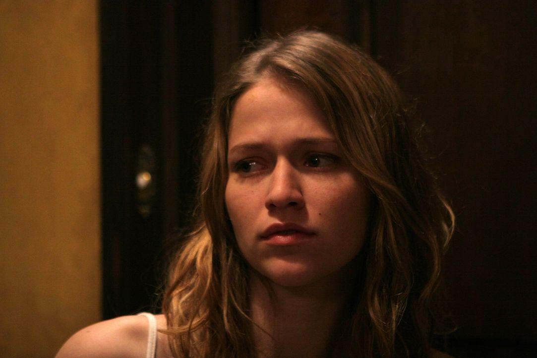Lisa (Johanna Braddy) ahnt nicht, dass sie zufällig ins Zentrum eines grauenvolles Fluches geraten ist ... - Bildquelle: Constantin Film Verleih