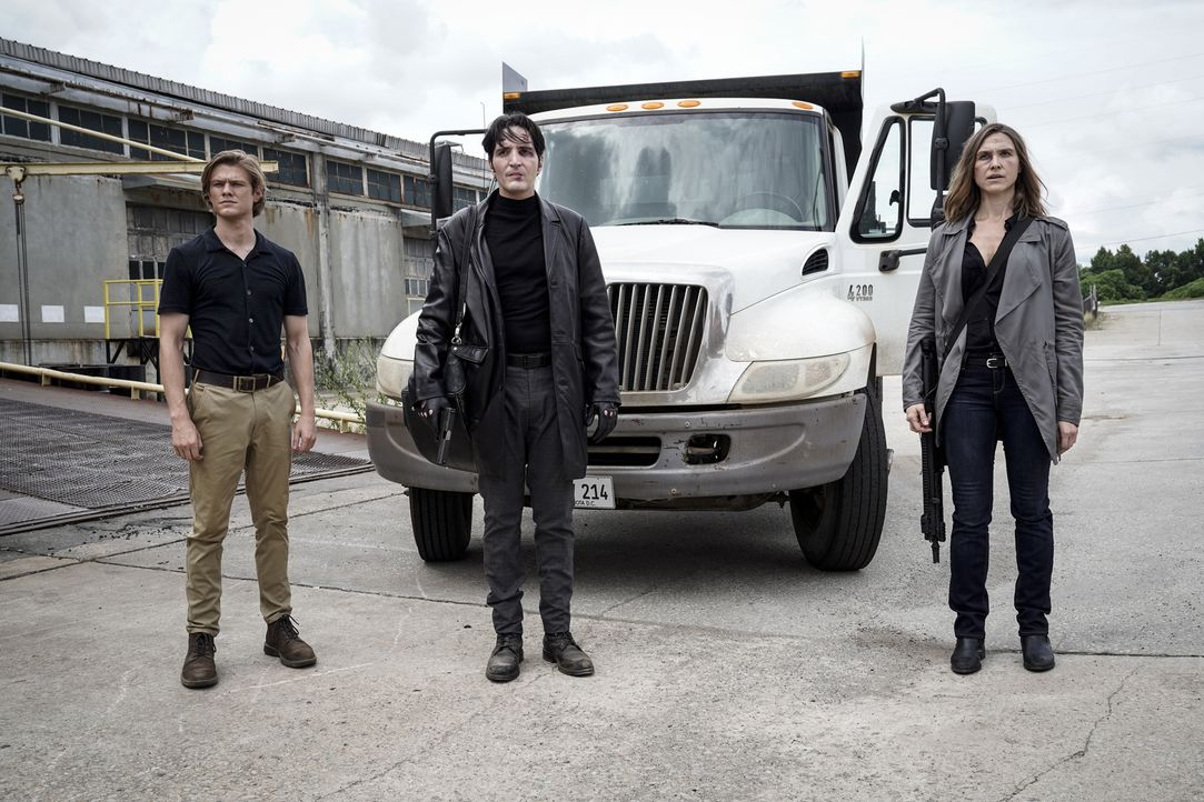 (v.l.n.r.) MacGyver (Lucas Till); Murdoc (David Dastmalchian); Amber (Sarah Sokolovic) - Bildquelle: Jace Downs 2018 CBS Broadcasting, Inc. All Rights Reserved