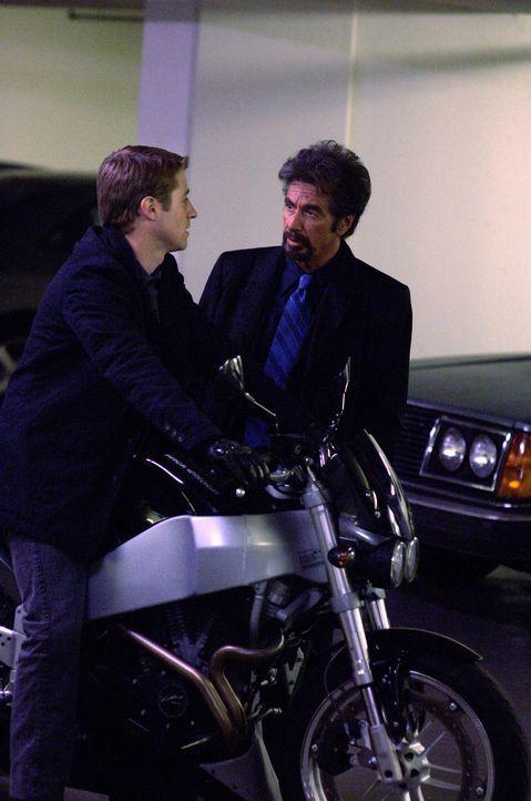 Genau 88 Minuten hat Jack Gramm (Al Pacino, r.) Zeit, um seinen eigenen Tod zu verhindern, der ihm zuvor anonym angekündigt wurde. Zu den Verdächtig... - Bildquelle: Nu Image