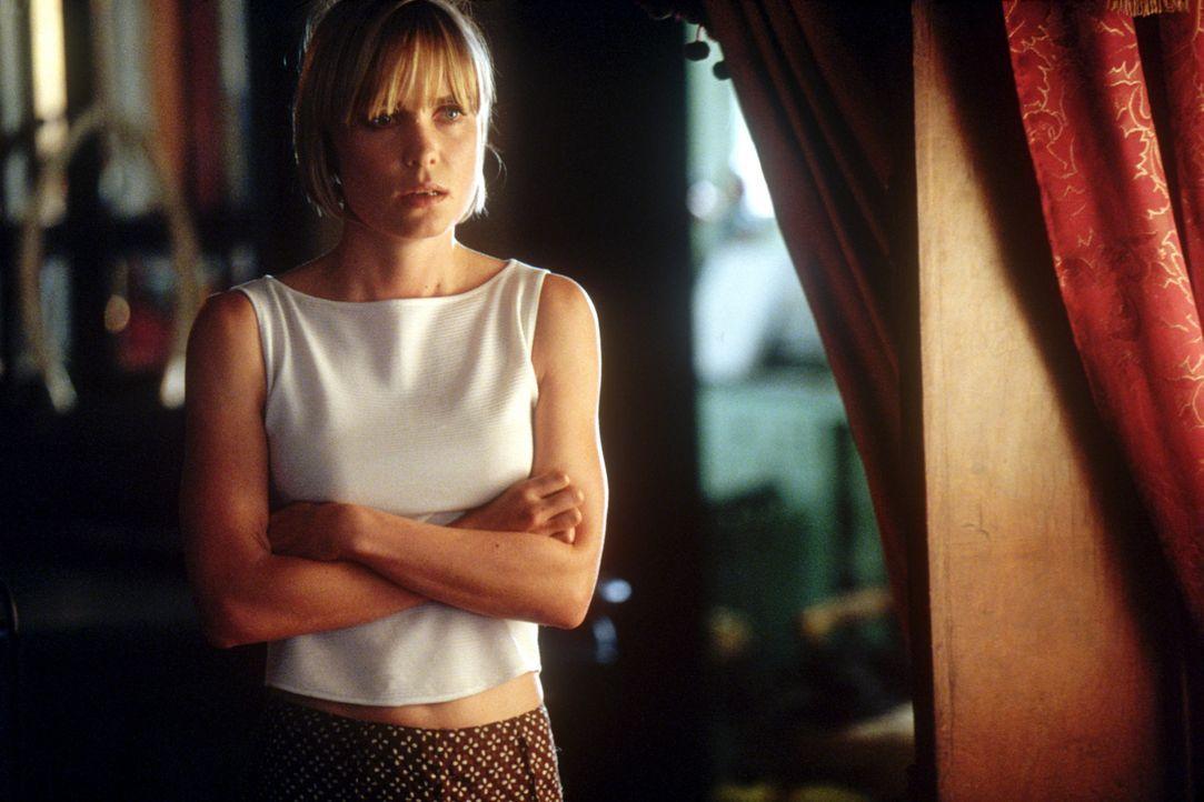 Die Mutter des entführten Mädchens, Lisa Ramos (Radha Mitchell), ahnt nicht, dass ihr Ehemann nicht der ist, der er zu sein scheint ... - Bildquelle: 2004 Epsilon Motion Pictures