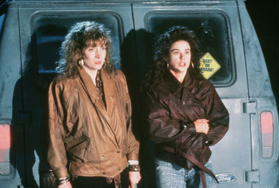 Die beiden Freundinnen Joyce (Glenne Headly, l.) und Cynthia (Demi Moore, r.) beschließen, den Mord zu vertuschen ... - Bildquelle: Columbia Pictures