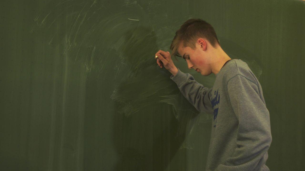 Die Schulexperten schaffen es, das Vertrauen der Jugendlichen zu gewinnen und Lösungen für Situationen anzubieten, die zunächst ausweglos scheinen. - Bildquelle: SAT.1
