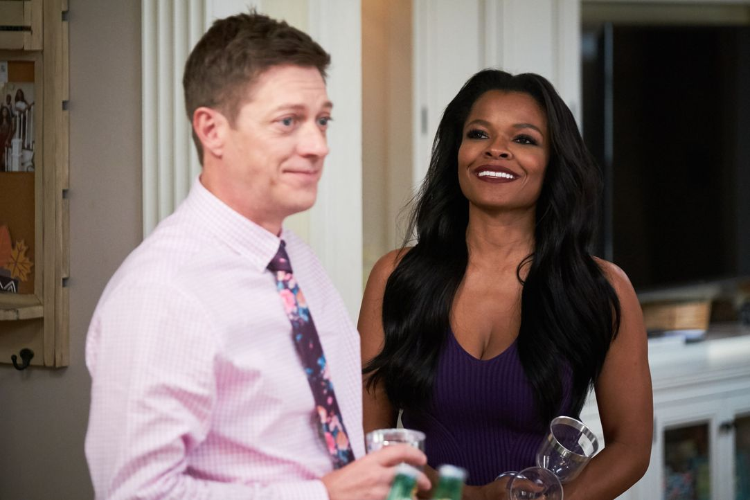 Brooks Avery (Kevin Rahm, l.); Trish Murtaugh (Keesha Sharp, r.) - Bildquelle: 2019 Warner Bros. Entertainment Inc. All Rights Reserved.