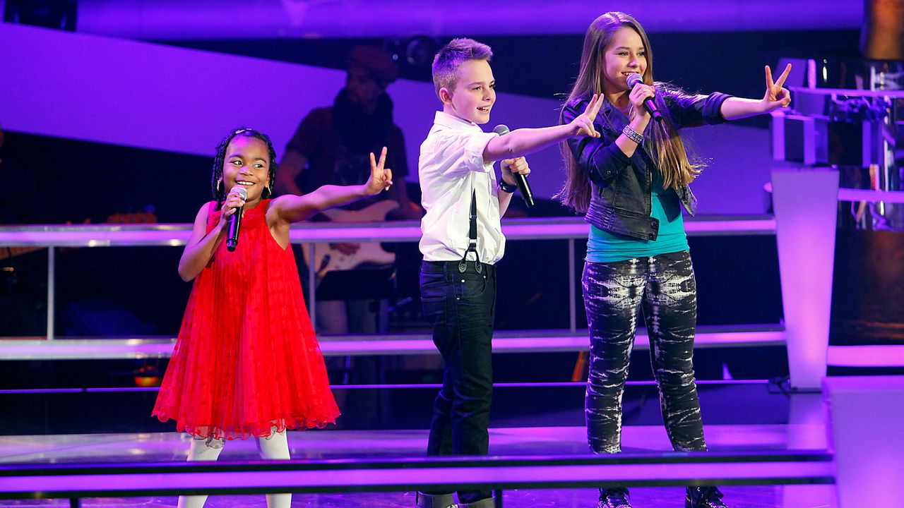The-Voice-Kids-epi05-MikeOliviaChelsea-5-SAT1-Richard-Huebner - Bildquelle: SAT.1/Richard Hübner